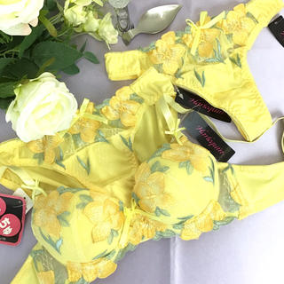 男の娘に大人気!C70Mサイズ Tバック付き フラワーイエロー ブラショー 女装(ブラ&ショーツセット)