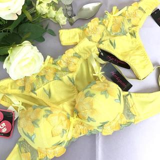 男の娘に大人気!D65Mサイズ Tバック付き フラワーイエロー ブラショー 女装(ブラ&ショーツセット)