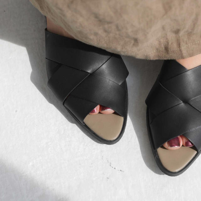 antiqua(アンティカ)のantipua  クロスデザインサンダル レディースの靴/シューズ(サンダル)の商品写真
