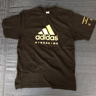 アディダス(adidas)のアディダス 広島の限定Tシャツ Mサイズ(Tシャツ/カットソー(半袖/袖なし))