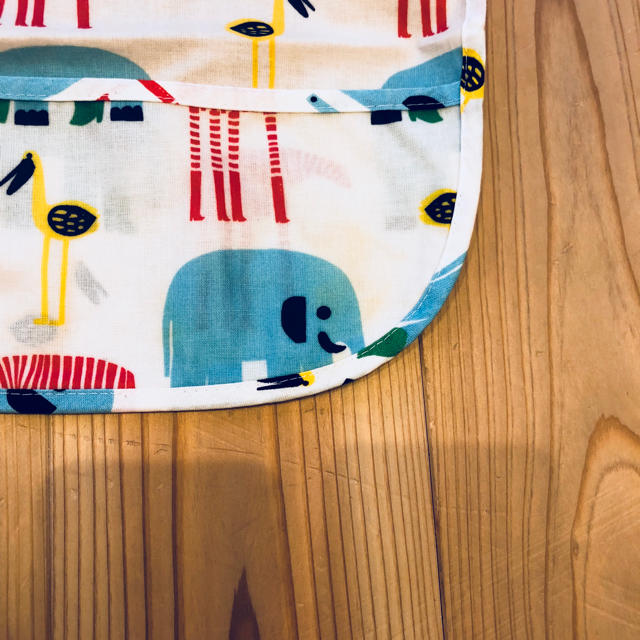 marimekko(マリメッコ)のマリメッコのよだれかけ(白) キッズ/ベビー/マタニティのこども用ファッション小物(ベビースタイ/よだれかけ)の商品写真