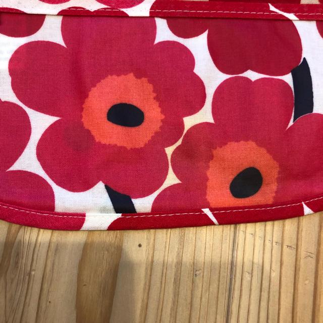 marimekko(マリメッコ)のマリメッコのよだれかけ(花柄3) キッズ/ベビー/マタニティのこども用ファッション小物(ベビースタイ/よだれかけ)の商品写真