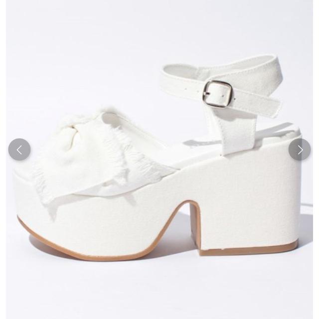 WEGO(ウィゴー)の★ウィゴー★WEGO★リボンフリンジサンダル★L24.5cm★白★ホワイト★ レディースの靴/シューズ(サンダル)の商品写真