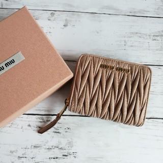 ミュウミュウ(miumiu)のミュウミュウ マテラッセ マトラッセ 折り財布(財布)