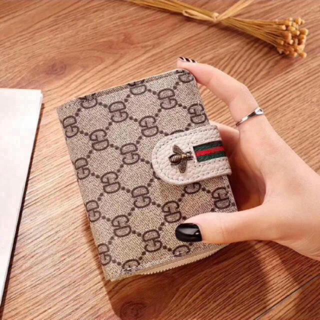新品♡二つ折り財布 コンパクト使いやすさ抜群の通販 by KSK's shop|ラクマ