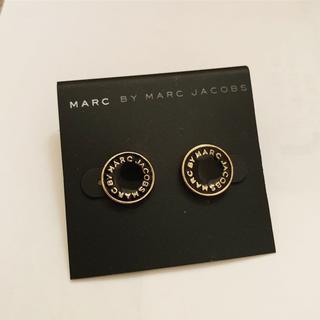 マークバイマークジェイコブス(MARC BY MARC JACOBS)のマークピアス 黒丸(ピアス)