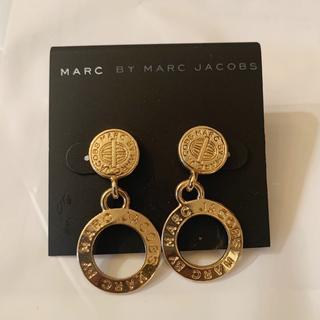 マークバイマークジェイコブス(MARC BY MARC JACOBS)のマークピアス メダル型 ゴールド(ピアス)