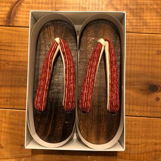 下駄 焼き台+赤系縦縞模様 フリーサイズ(下駄/草履)