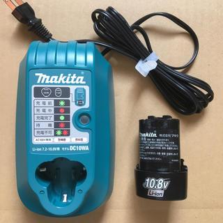 マキタ(Makita)のマキタ 充電器 DC10WA  7.2−10.8V用 バッテリー付き(バッテリー/充電器)