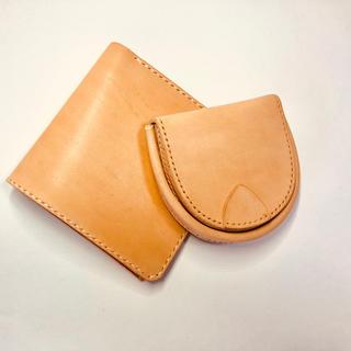 薄型二つ折財布と馬蹄型コインケースのセット。生成りのイタリアンレザーを使用(コインケース/小銭入れ)