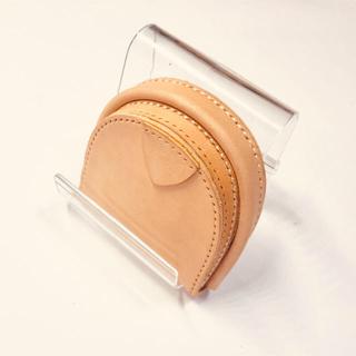 馬蹄型コインケース 生成色のレザーを使用。飴色に経年変化を楽しめます(コインケース)