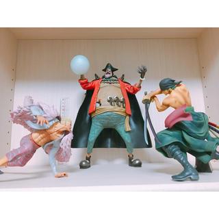 バンダイ(BANDAI)のワンピース 【黒ひげ、ゾロ、ドフラミンゴ】フィギュア3体セット(フィギュア)