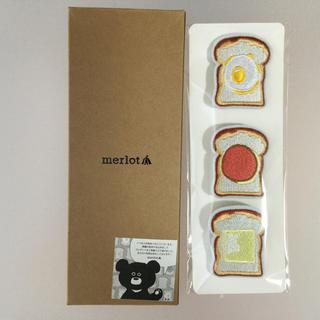 メルロー(merlot)の未使用 メルロー ノベルティ トースト型バッチ(ブローチ/コサージュ)
