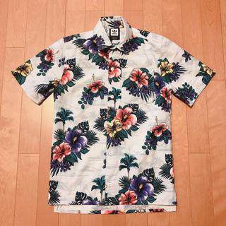 アディダス(adidas)のadidas 花柄 シャツ (Tシャツ/カットソー(半袖/袖なし))
