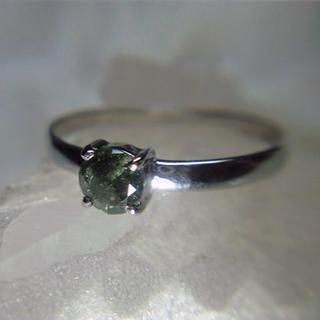 ★Pt900 ボトルグリーンダイヤモンドリング 8.5号★(リング(指輪))
