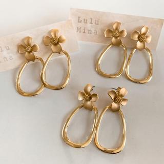 ビューティアンドユースユナイテッドアローズ(BEAUTY&YOUTH UNITED ARROWS)の【Lulu Mina】Gold flower pierce(ピアス)