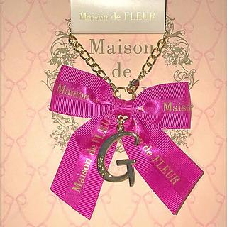 メゾンドフルール(Maison de FLEUR)のG 原宿店 限定色 ピンク メゾンドフルール イニシャルチャーム(チャーム)