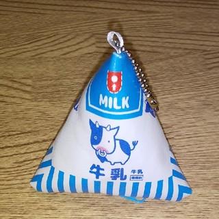 エポック(EPOCH)のレトロ&キュート💖三角牛乳ポーチ🐄(ポーチ)