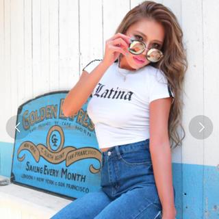 アナップラティーナ(ANAP Latina)のラインショルダーlatinaロゴトップス(Tシャツ(半袖/袖なし))