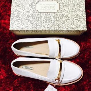 ランダ(RANDA)の[新品未使用品] ホワイトローファー(ローファー/革靴)