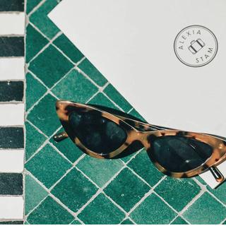 アリシアスタン(ALEXIA STAM)のCat Eye Sunglasses with Logo Case(サングラス/メガネ)