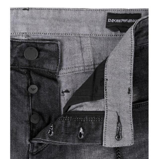 Emporio Armani(エンポリオアルマーニ)の【23】EMPORIO ARMANI ブラック ダメージ&リペア加工30 メンズのパンツ(デニム/ジーンズ)の商品写真