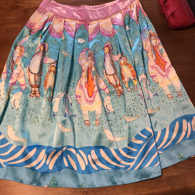 TSUMORI CHISATO(ツモリチサト)のツモリチサト スカイブルーが美しい 雪の日 シルク スカート レディースのスカート(ひざ丈スカート)の商品写真