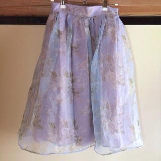 ダズリン(dazzlin)のブーケ花柄オーガンジースカート(ひざ丈スカート)