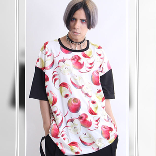 ファンキーフルーツ(FUNKY FRUIT)の【DrugHoney】毒蜜りんご総柄Tシャツ(Tシャツ(半袖/袖なし))