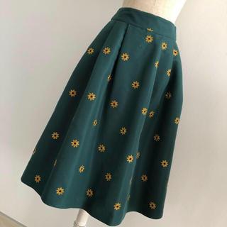 レディアゼル(REDYAZEL)のフラワー刺繍スカート グリーン(ひざ丈スカート)