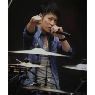 イサムカタヤマバックラッシュ(ISAMUKATAYAMA BACKLASH)のuverworld TAKUYA∞着用 デニムシャツ(シャツ)