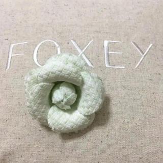 フォクシー(FOXEY)の新品フォクシー❤︎カメリアブローチ ツイード(ブローチ/コサージュ)