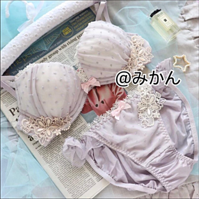 ピュアかわ✨♥️繊細なお花モチーフとドットのブラショーツセット レディースの下着/アンダーウェア(ブラ&ショーツセット)の商品写真