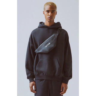 フィアオブゴッド(FEAR OF GOD)のFear Of God Essentials Waterproof Sling (ボディーバッグ)