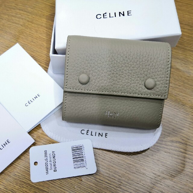 celine - Celine 折り財布 三つたたみ 小銭、カードと札も入れ 美品 の通販 by ゲンザ💡ブロウ's shop|セリーヌならラクマ