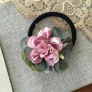 ローズピンクバラとブルーグリーン紫陽花のヘアゴム(ヘアアクセサリー)