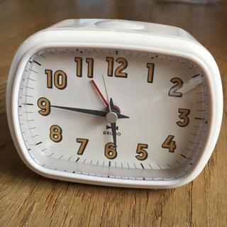 イデアインターナショナル(I.D.E.A international)のBRUNO レトロスクエアアラームクロック (アイボリー)(置時計)