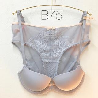 トリンプ(Triumph)の【新品】B75 アモスタイル ブラ&ショーツセット(ブラ&ショーツセット)