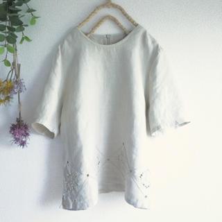 ロキエ(Lochie)の紫陽花の刺繍♡リネンの贅沢カットソー*♡フォロ割-¥200♡(カットソー(半袖/袖なし))