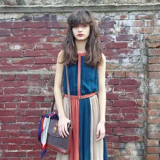 レディアゼル(REDYAZEL)の激安販売中 redyazel レッド・アズルは色気のある袖なしのワンピース(ひざ丈スカート)