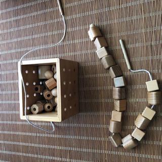 知育玩具 紐通し 木のおもちゃ(知育玩具)