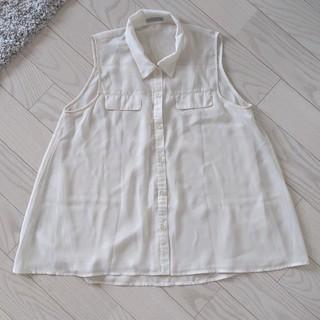 ジーユー(GU)のGU 新品タグなし シフォン タンクトップ ノースリーブ シャツ ブラウス 白 (シャツ/ブラウス(半袖/袖なし))