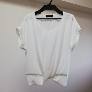 アウィーエフ(AuieF)のアビオン AVION センタークロスブラウス ホワイト バックシャーリング(シャツ/ブラウス(半袖/袖なし))