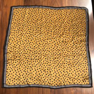 ユニクロ(UNIQLO)のユニクロ レオパード柄 スカーフ マスタードイエロー 60×60 ドット(バンダナ/スカーフ)