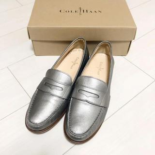 コールハーン(Cole Haan)の新品同様!コールハーン 25.5 本革 シルバー 革靴 パンプス ローファー(ローファー/革靴)