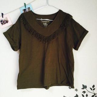 ミスティウーマン(mysty woman)のフリンジVネックTシャツ(Tシャツ(半袖/袖なし))