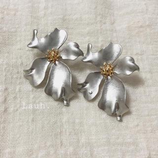 アメリヴィンテージ(Ameri VINTAGE)のj113.antique flower earring(silver)(イヤリング)