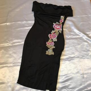 ◆新品◆黒×お花刺繍ミニオフショルドレス◆M(ミニドレス)