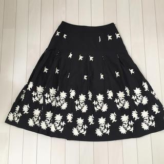 シビラ(Sybilla)のスカート✴︎シビラ✴︎刺繍スカート✴︎3万から4万でした(ひざ丈スカート)