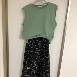 ジーユー(GU)のノースリーブシャツ(Tシャツ(半袖/袖なし))